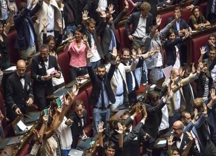 Movimento-5-Stelle-rissa-Montecitorio-91