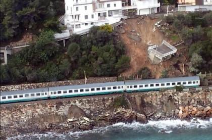 Treno-Intercity-deragliato-Liguria-Concordia 2