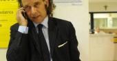08/lug/2011, si discute di comunità giovanili, l'onorevole barbato riceve un cazzotto che lo lascia privo di sensi