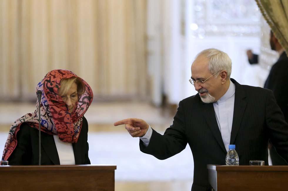 La Mogherini velata in Iran, come la Bonino