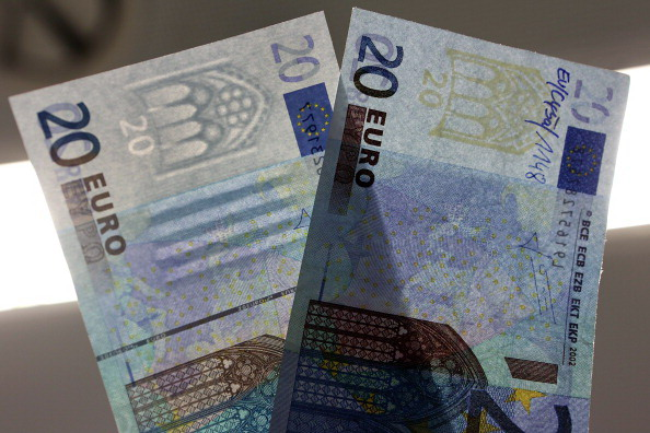 Bundesbank Presents Counterfeit Money Analysis Lab And New 5 Euro Note