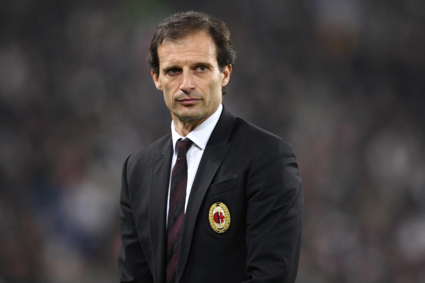 The 50-year old son of father (?) and mother(?), 183 cm tall Massimo Allegri in 2018 photo
