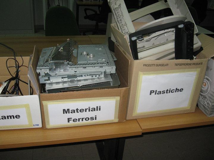 smaltimento-rifiuti-elettronici (6)