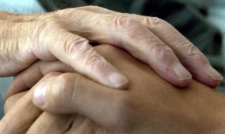 La mamma che ha chiesto l'eutanasia per la figlia disabile