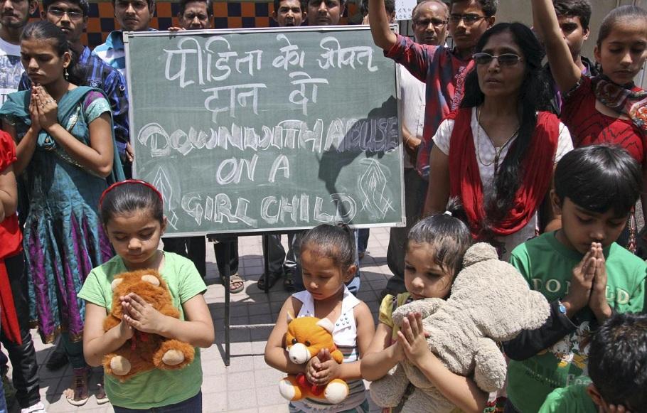 India, proteste dopo stupro bambina