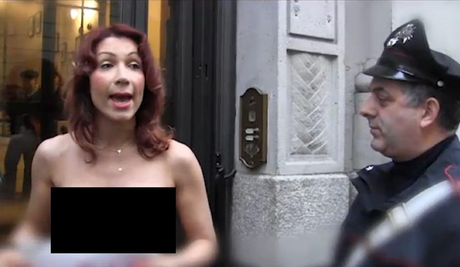 efe bal nuda protesta tasse milano 2