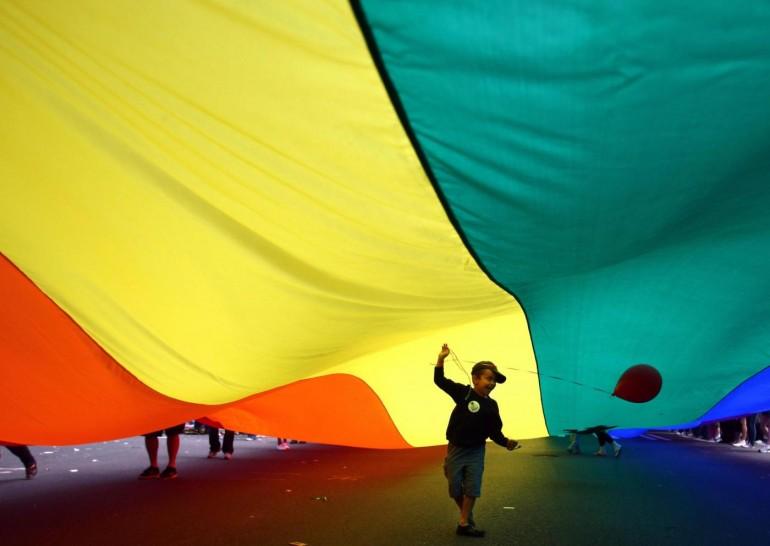 Adozione gay, il tribunale dice sì