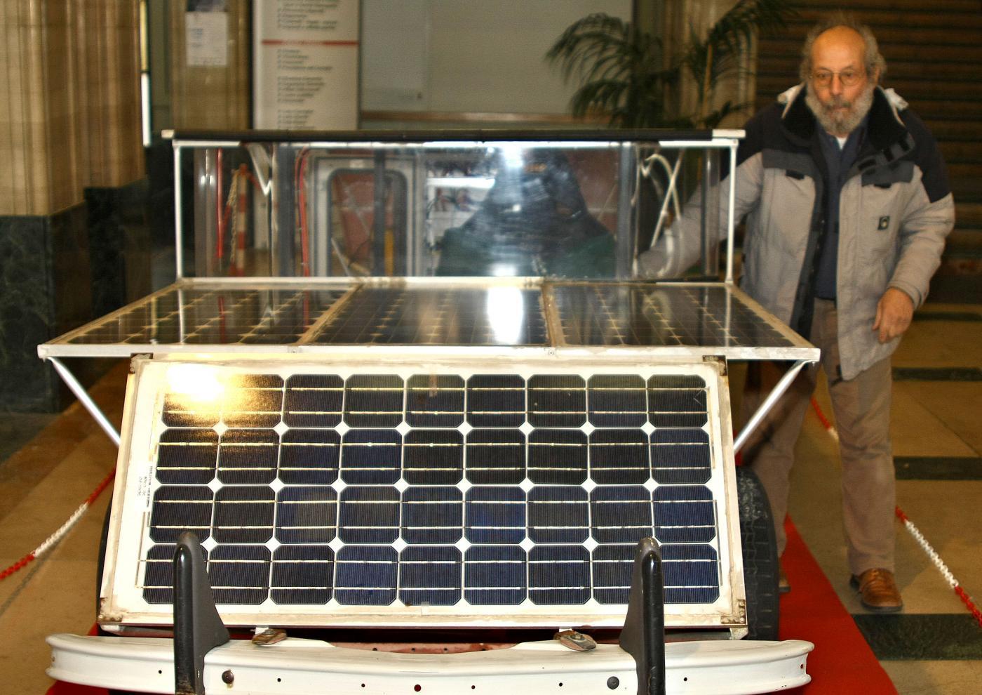 """La vettura elettrica studiata dal professor Giampiero Suetta presidente del """"Solar Technology  Group per la ricerca sul fotovoltaico"""