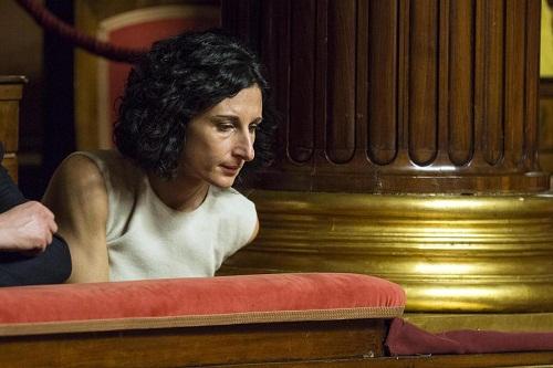 La moglie di Matteo Renzi Agnese segue il discorso a Madama