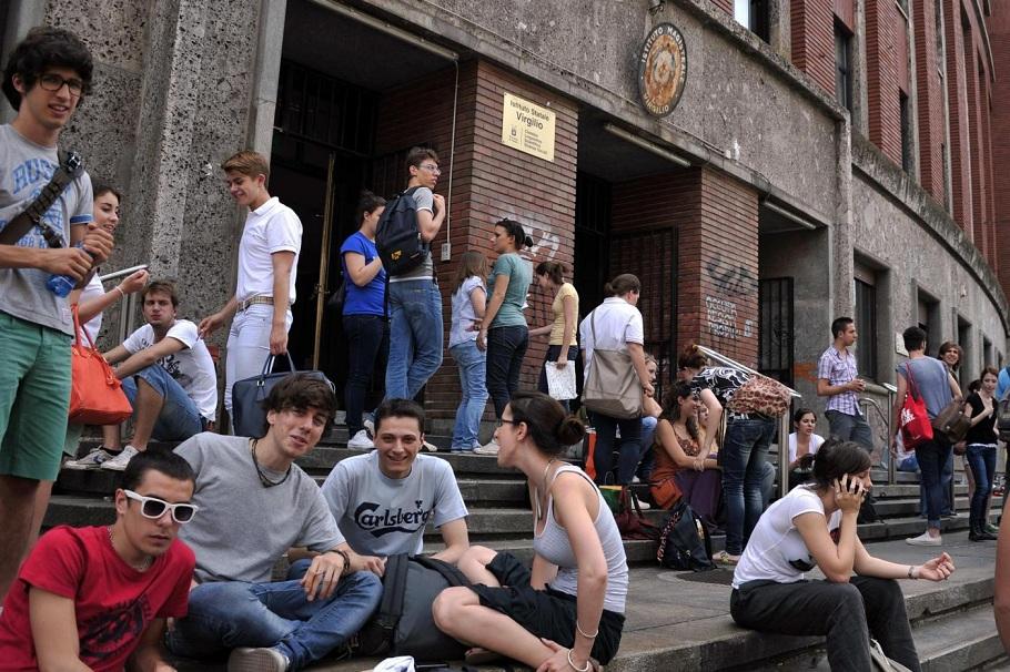 Milano, primo giorno di maturità per studenti delle superiori
