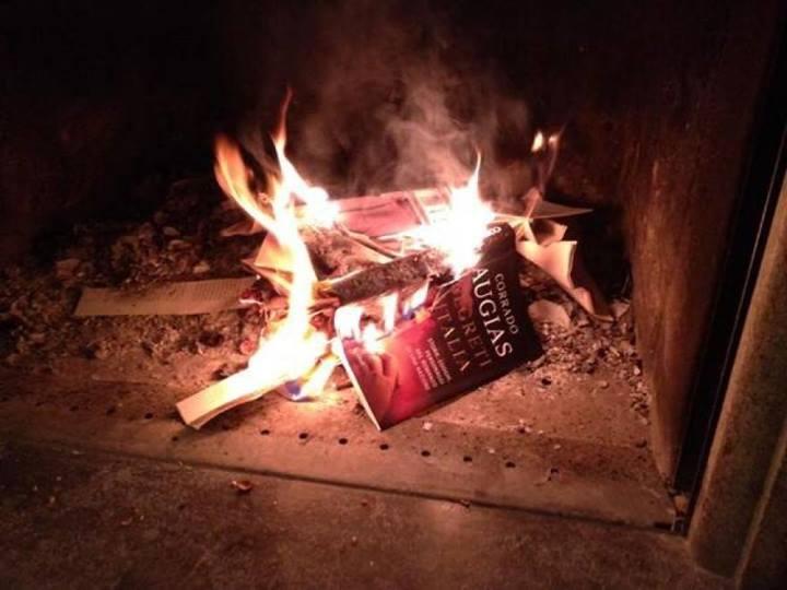libro augias bruciato 1