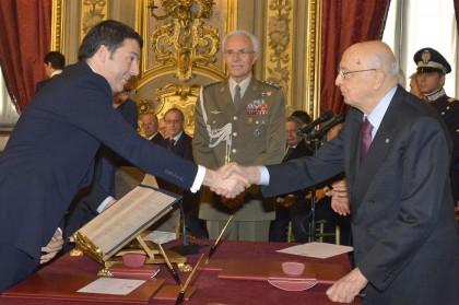 Matteo Renzi giura davanti al presidente Napolitano