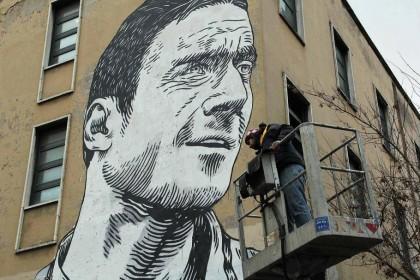 Roma, a Porta Metronia mega murales di Totti
