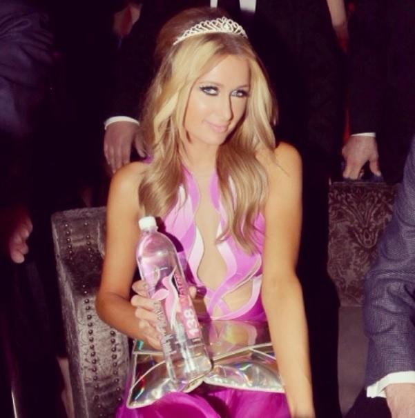 Paris Hilton e il sexy incidente alla festa di compleanno senza ... Parishilton