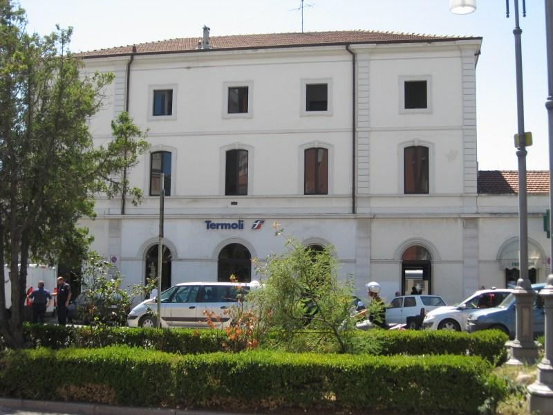 La stazione di Termoli (Wikipedia)