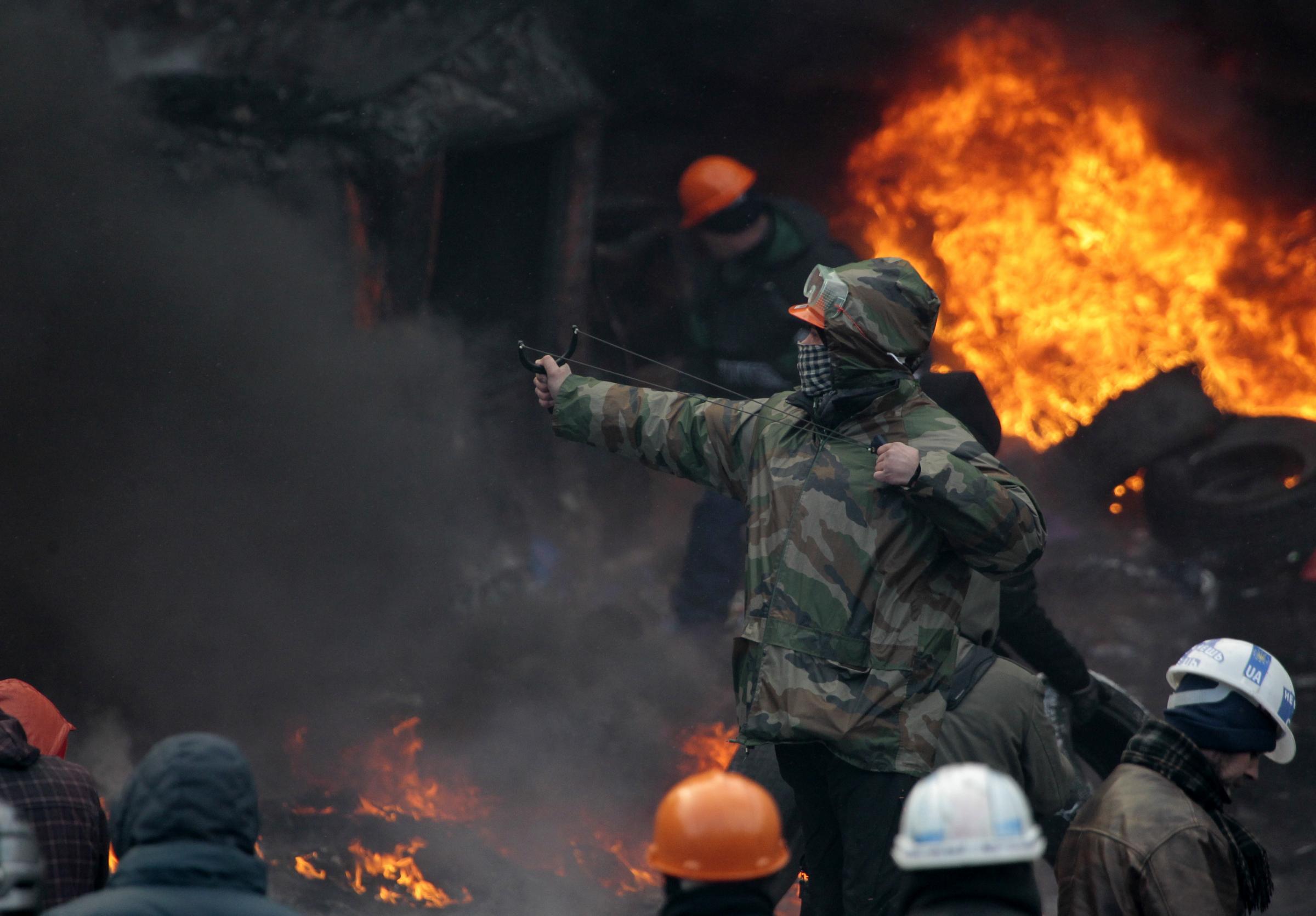 Scontri Kiev, e' tregua fino alle 20