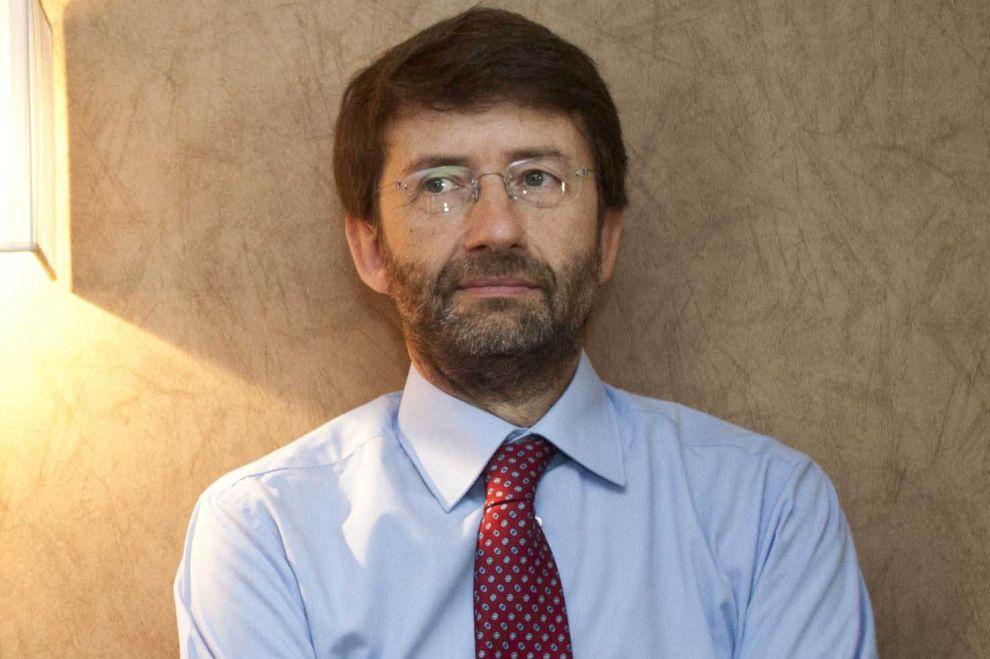 Wikipedia chiede all 39 italia di cambiare la legge sul for Il parlamento italiano wikipedia