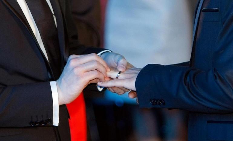 Primo Matrimonio Gay Toscana : Il kit anti omofobia a scuola che fa arrabbiare bagnasco