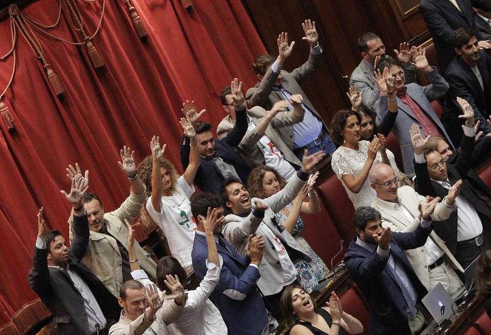Quanto lavorano i parlamentari del movimento 5 stelle for Esponenti movimento 5 stelle