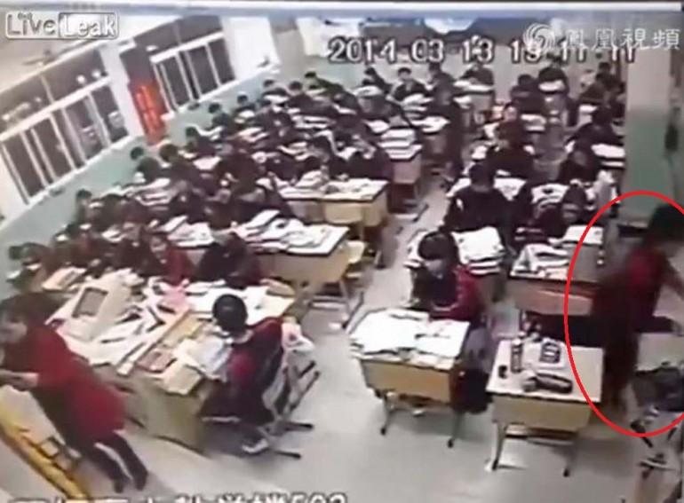 Il video dello studente cinese che si butta dalla finestra durante la lezione giornalettismo - Si butta dalla finestra milano ...