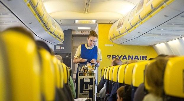 Voli low cost il segreto per pagare di meno giornalettismo for Interieur avion ryanair