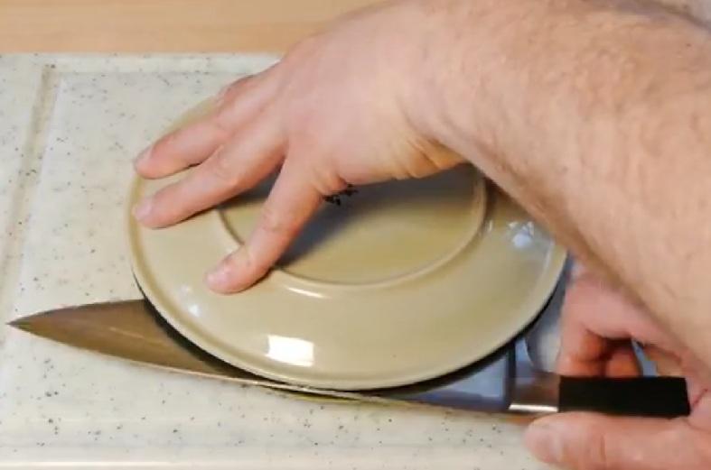 come tagliare pomodori in meno di 20 secondi 4