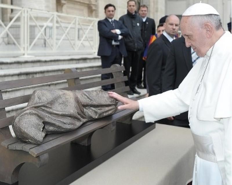La statua di Gesù senzatetto