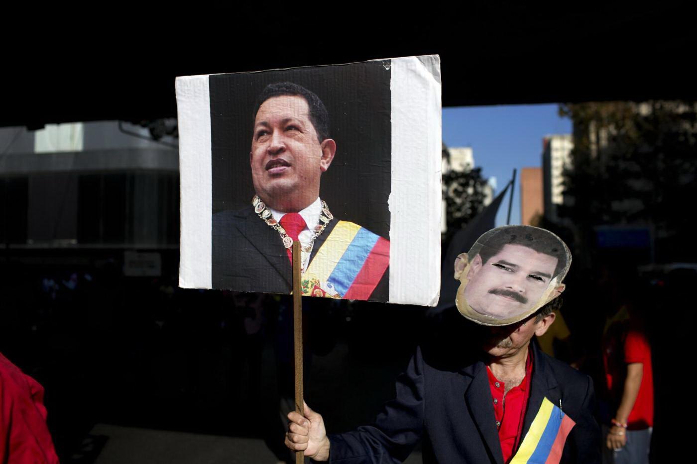 Il Venezuela fa le case dalle auto abbandonate