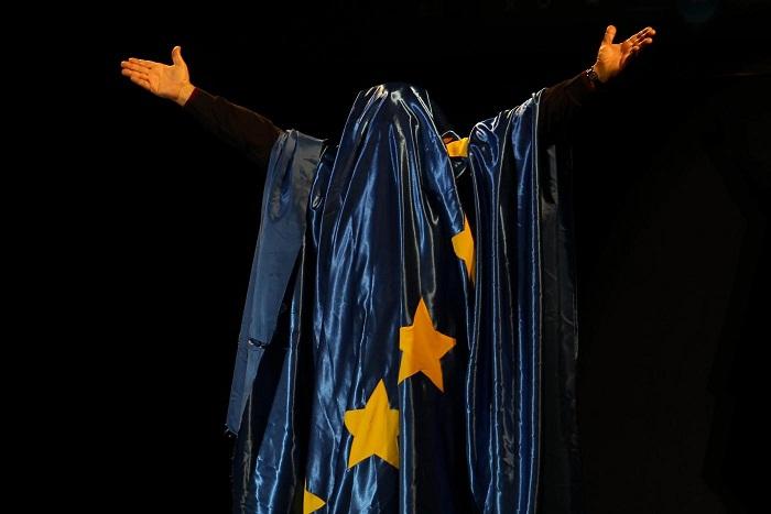 """Beppe Grillo ed il suo show """"Te La Do Io L'Europa"""" fanno tappa a Napoli al Teatro Palapartenope"""