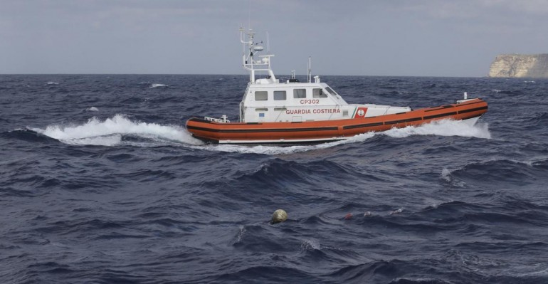 Canale di Sicilia, si rovescia barcone: dieci morti