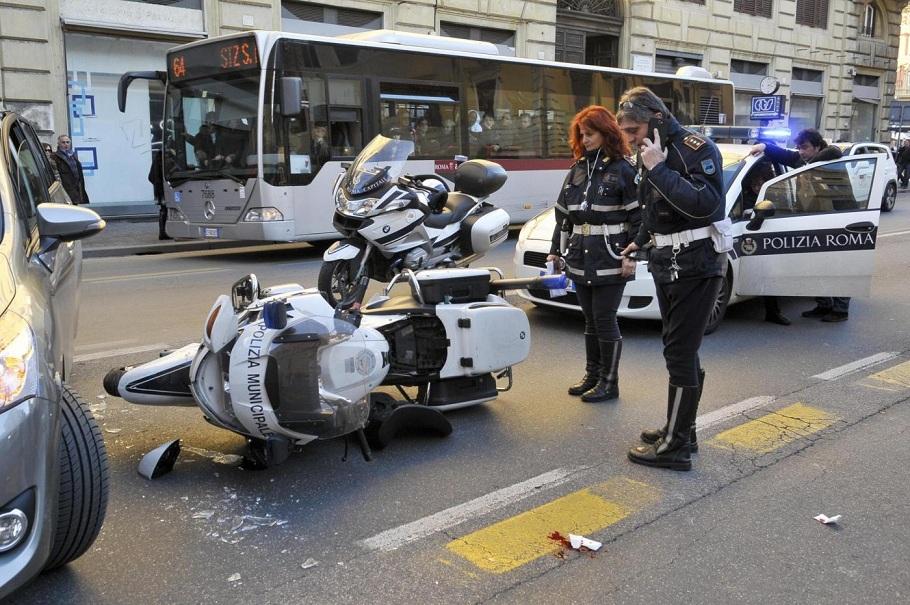 Incidenti stradali, dati shock: a Roma 150 morti all'anno.