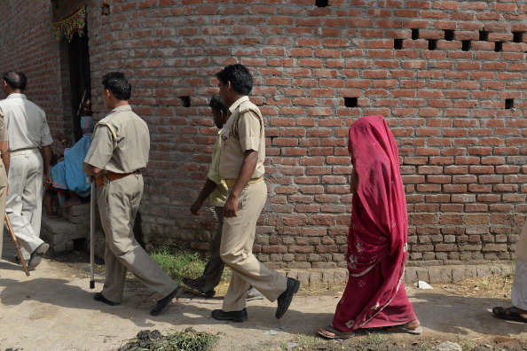India: sepolta viva dai parenti, ma sopravvive