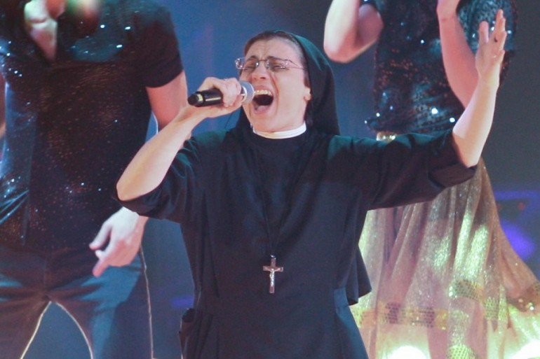 Suor Cristina: «J-Ax è il ponte fra Gesù e i giovani»