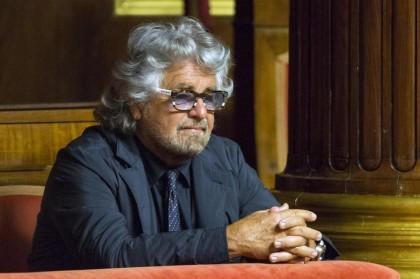 Beppe Grillo in tribuna al Senato durante il dibattito sulle riforme costituzionali