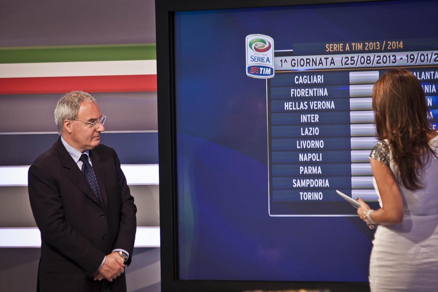 il presidente della Lega di Serie A Maurizio Beretta in occasione dell'estrazione del campionato 2013/2014 (Stefano De Grandis/Lapresse)