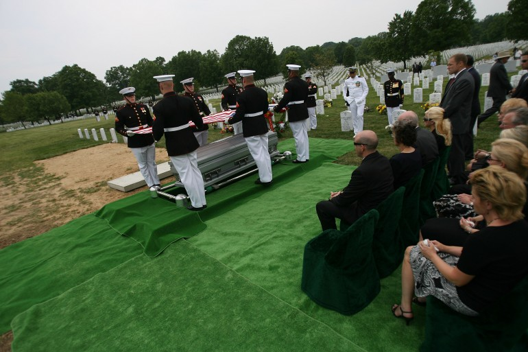 Il funerale di Douglas Zembiec ad Arlington (foto arlingtoncemetery.net)