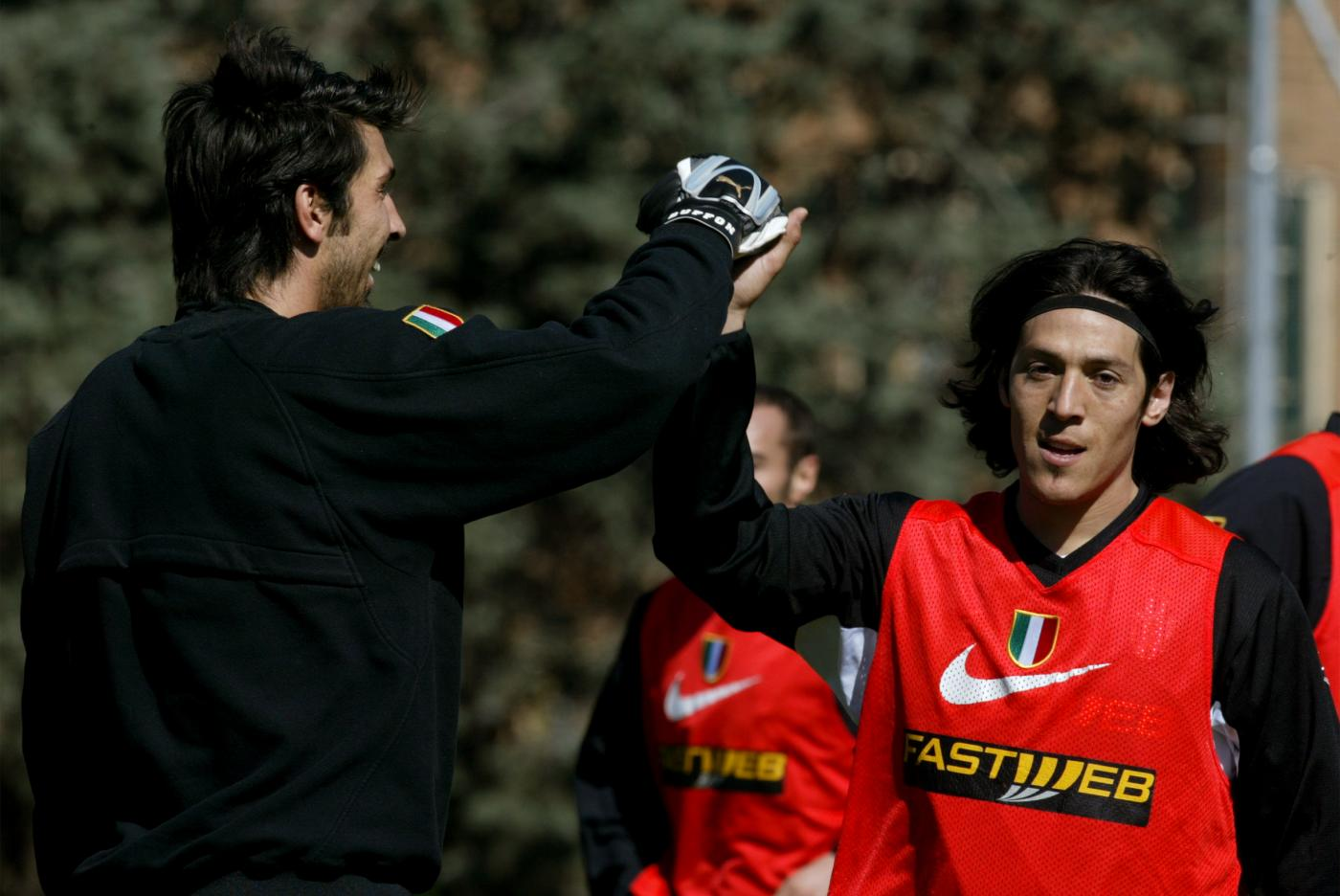 Gigi Buffon e Mauro Camoranesi ai tempi della Juventus (Lapresse)