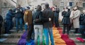 Mantova, «matrimonio» in piazza per decine di coppie gay