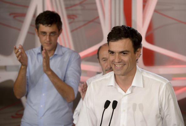Pedro Sanchez con i suoi avversari Medina e Peréz Tapias DANI POZO/AFP/Getty Images