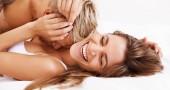 3. «UNA DONNA RAGGIUNGE L'ORGASMO SOLO CON LA PENETRAZIONE» - Il 75% delle donne non riesce a raggiungere l'apice del piacere soltanto con la stimolazione vaginale: è necessaria anche una stimolazione diretta del clitoride, con le dita o con l'uso di vibratori. (Foto: Thinkstock)