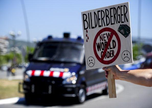A placard against the Bilderberg Group m