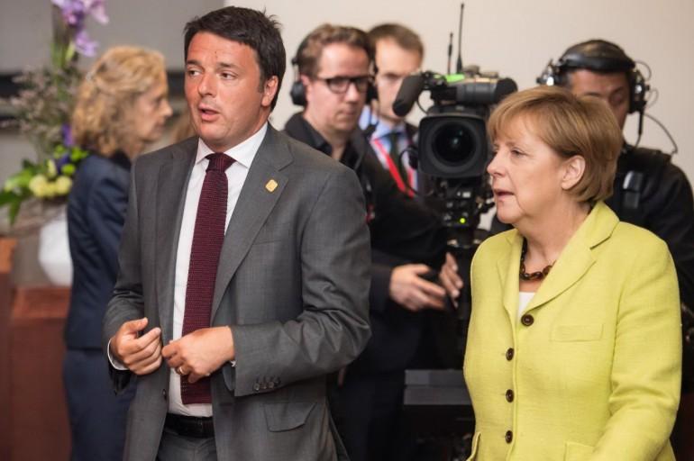 Matteo Renzi e Angela Merkel, AP Photo/Geert Vanden Wijngaert
