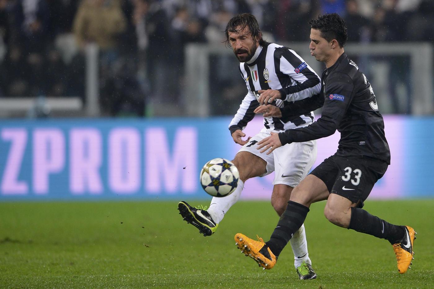Beram Kayal contro il suo idolo, Andrea Pirlo, in Juventus-Celtic, stagione 2013-2014  (Daniele Badolato - LaPresse)
