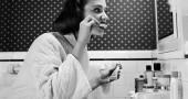 """1. Ti lavi i denti un minuto dopo aver finito la colazione - Gli acidi contenuti nel cibo - sopratutto in quella spremuta d'arancia che avete appena bevuto, possono indebolire lo smalto dei vostri denti e andare a """"sfregarli"""" con lo spazzolino potrebbe intaccarli ancora di più. IL CONSIGLIO: sciacquati la bocca con acqua e aspetta almeno 40 minuti prima di lavarsi i denti, per dare il tempo alla saliva di rimineralizzare l'area. (Foto: Three Lions/Getty Images)"""