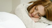 """1. PRENDE LE DECISIONI - Durante il sonno, il cervello elabora le informazioni recepite nel corso della giornata e le organizza in modo logico. Per questo quando bisogna prendere una decisione e si decide di """"dormirci su"""" la mattina seguente abbiamo tutti le idee un po' più chiare. (Foto: Thinkstock)"""
