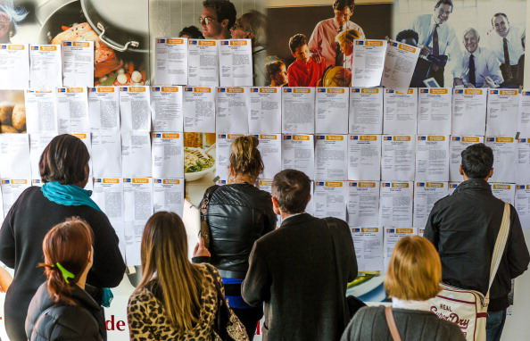 Giovani francesi alla ricerca di lavoro. PHILIPPE HUGUEN/AFP/Getty Images