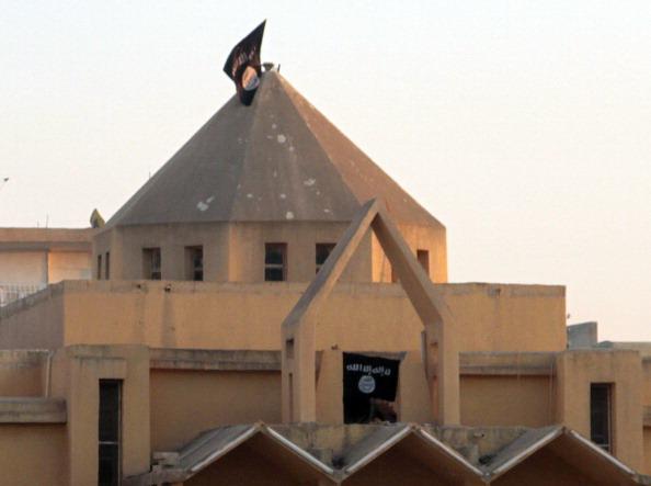 """L'Isis e il """"potere"""" della bandiera nera"""
