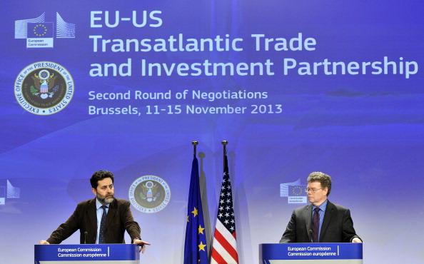 Ignacio Garcia Bercero  e  Dan Mullaney , i due capi negoziato nelle trattative del TTIP, GEORGES GOBET/AFP/Getty Images