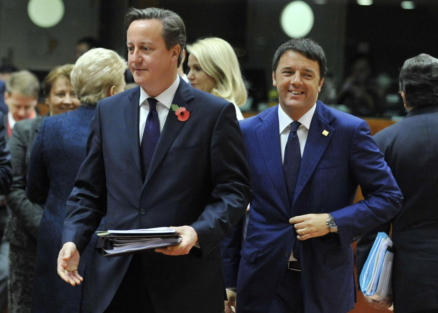 Ue: David Cameron furioso, per Renzi: «Nessuna preoccupazione per l'Italia»
