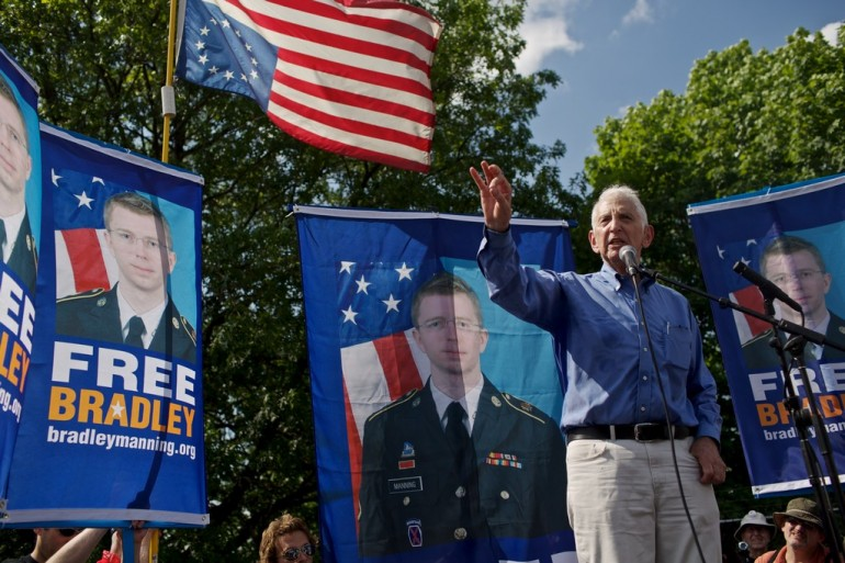 Daniel Ellsberg, former United States military analyst considered the Pentagon Papers whistleblower, speaks during mass rally in support for PFC Bradley Manning on June 1, 2013 in Fort Meade (Photo by Lexey Swall/Getty Images)